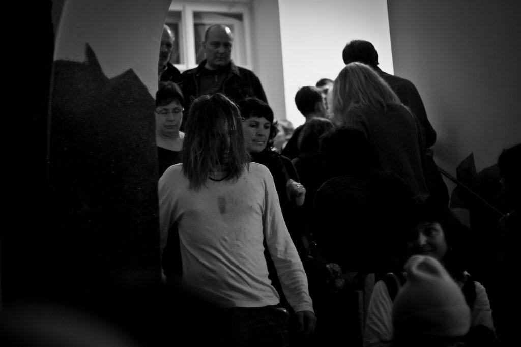 """Szene aus der Performance """"Schmerzliches"""", 2010"""